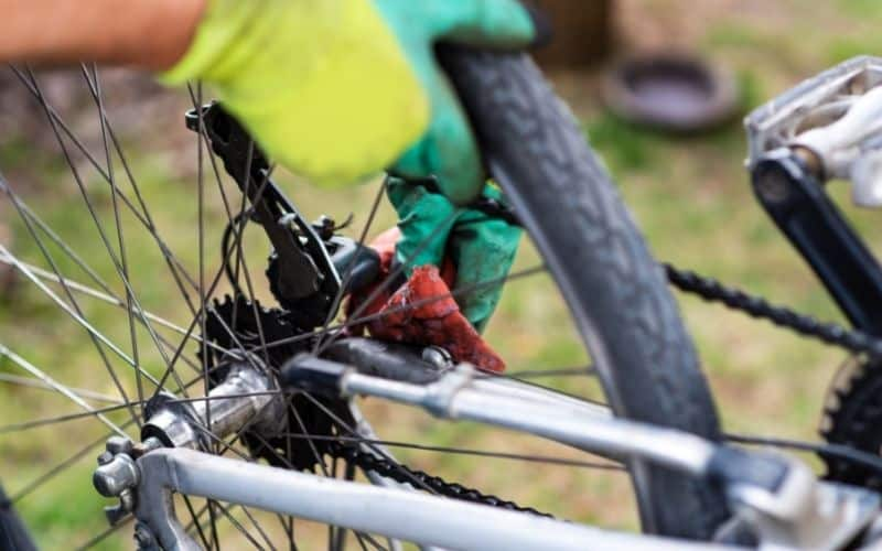 Cleaning a bicycle wheel