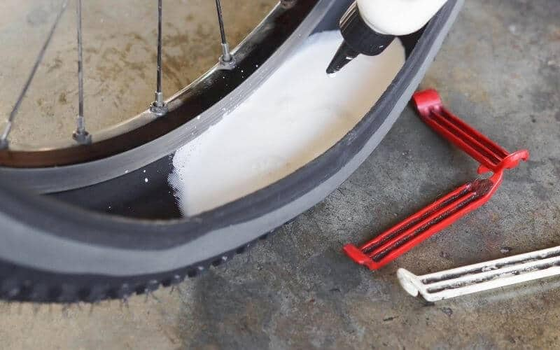 Filling sealant into a tubeless tire